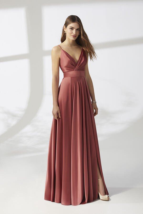 Kleid aus fließendem Satin