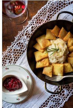 Erdäpfelplattlen mit Vinschger Sauerkraut