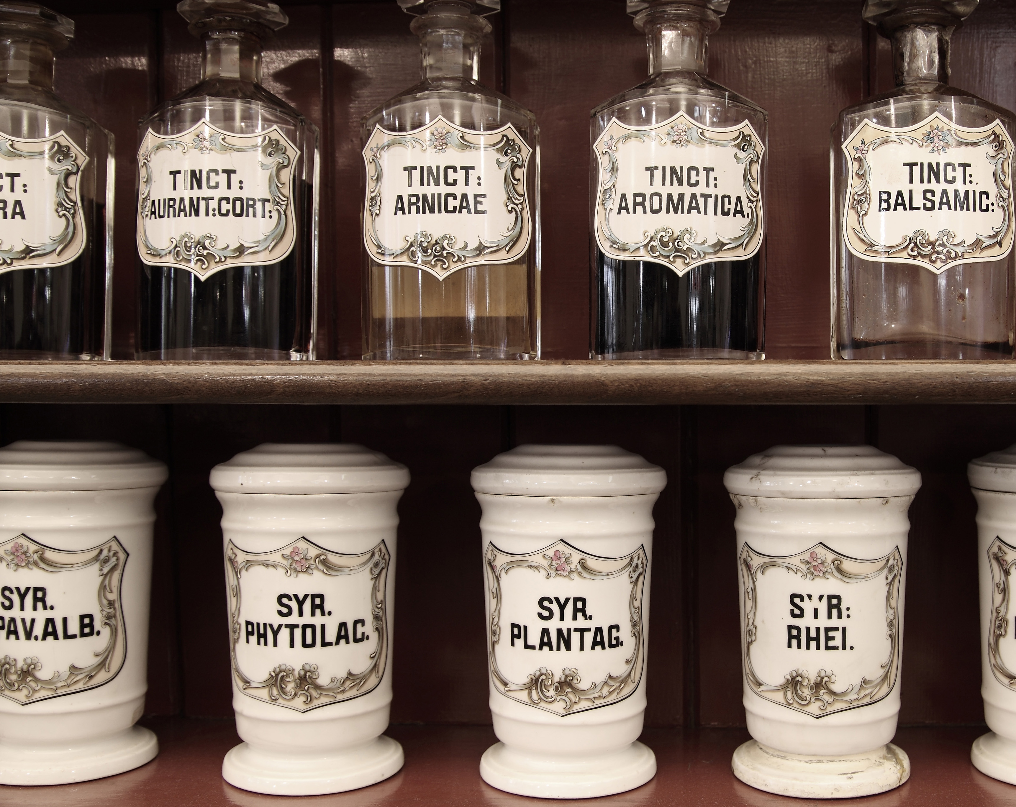 Medikamente, traditionelle Arzneimittel, Heilkräuter, Homöopathische Arzneimittel