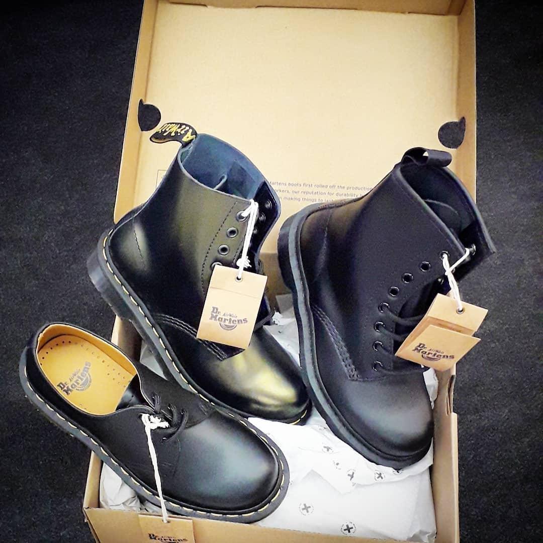 Schuhe der Marke Dr. Martens